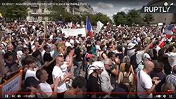 une-poignee-de-manifestants-au-trocadero-le-240721